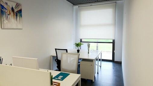 Despacho 3-4 en alquiler puestos INN Offices estadio olímpico de sevilla centro de negocios
