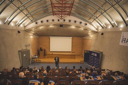 Interior auditorio INN Offices atrio