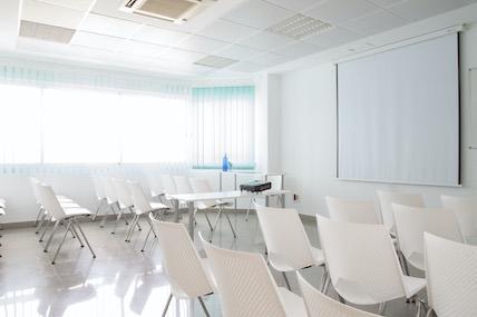 alquiler de Sala conferencia centro de negocios Innoffices centro Sevilla