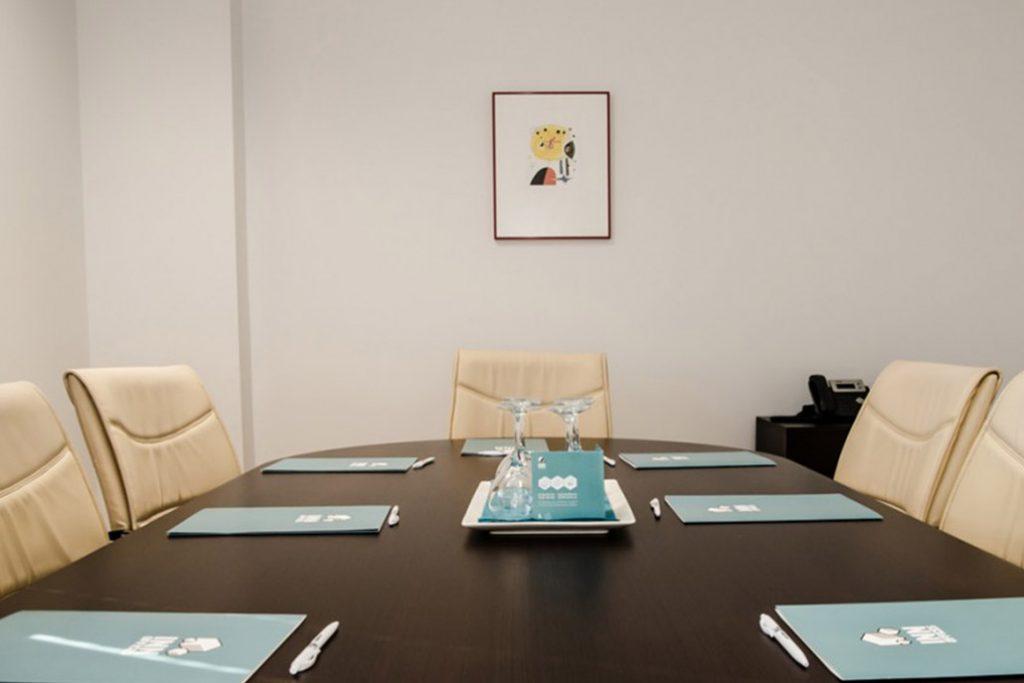 Sala de reunión en Sevilla para alquilar en centro de negocios inn offices