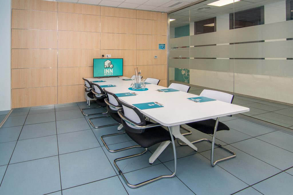 sala de reunión equipada en Sevilla para el alquiler