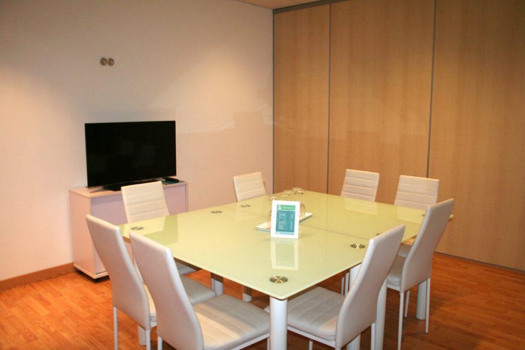 sala de reunión para alquilar a pequeños equipos de trabajo en Sevilla