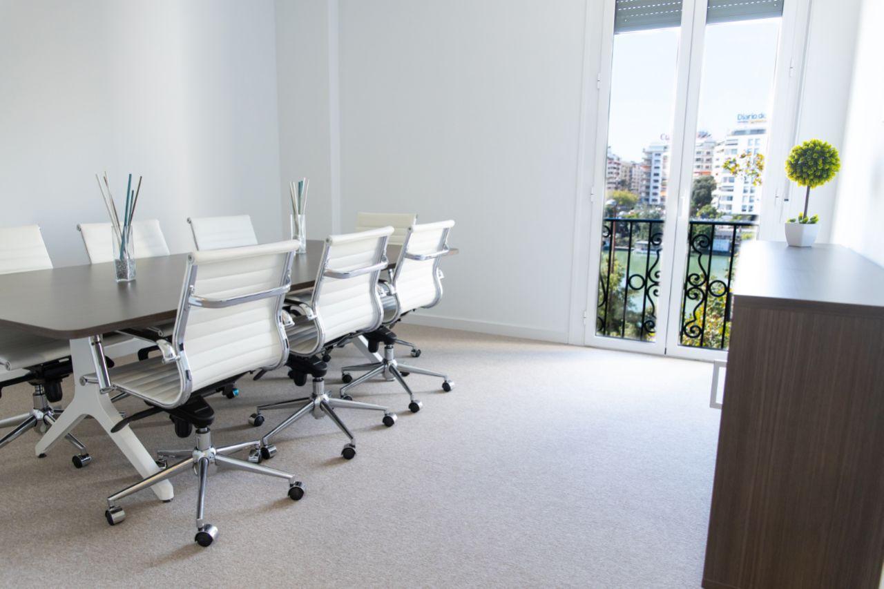 Sala de reuniones Centro de Negocios Torre del Oro INN Offices Sevilla