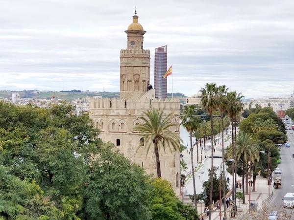 centro de negocios inn offices al lado de la Torre del Oro de Sevilla