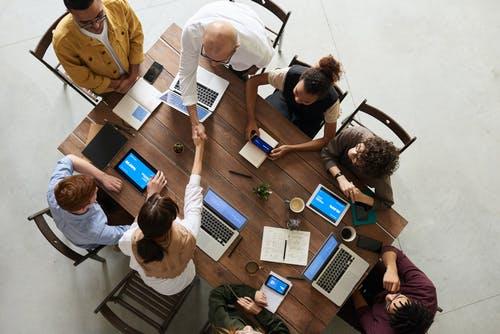 Dispositivos digitales en oficinas. Inn Offices Centro de negocios