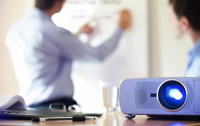 Equipo audiovisual en salas de reuniones - INN Offices